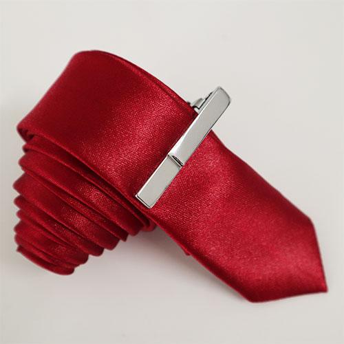 Cà vạt bản nhỏ màu đỏ