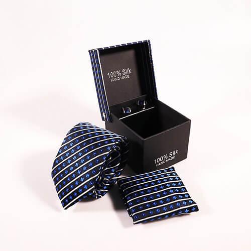 Cà vạt hoa văn