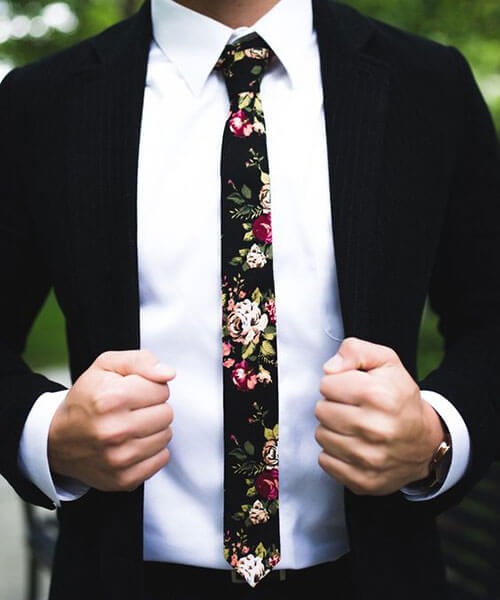 Caravat phối sơ mi trắng suit đen