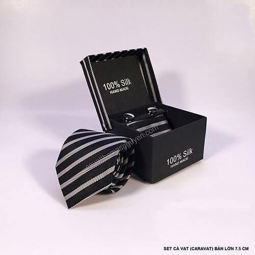 Mẫu cà vạt sọc đen