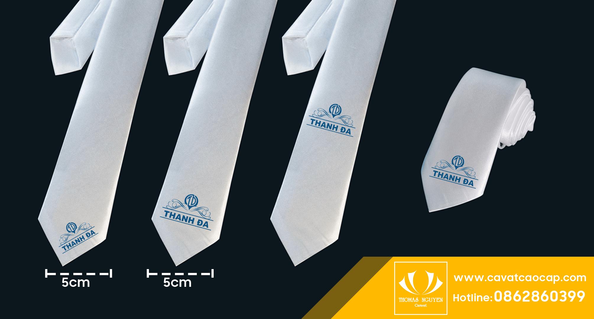 Cà vạt thêu logo công ty Thomas Nguyen