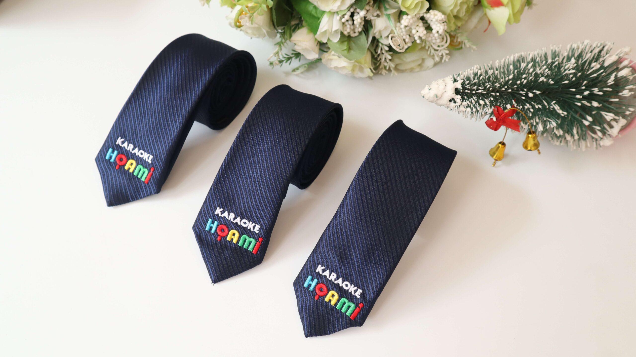Cà vạt thiết kế thêu thương hiệu Thomas Nguyen