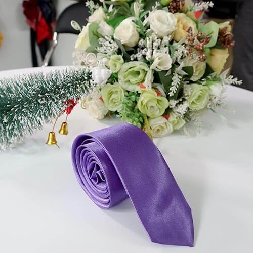 Cà vạt tím