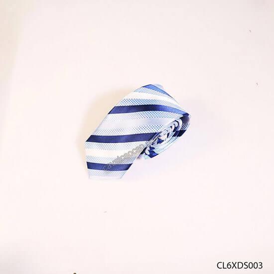 cà vạt kẻ sọc xanh biển