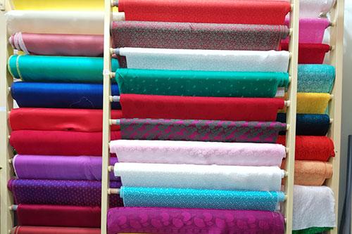 vải lụa may caravat