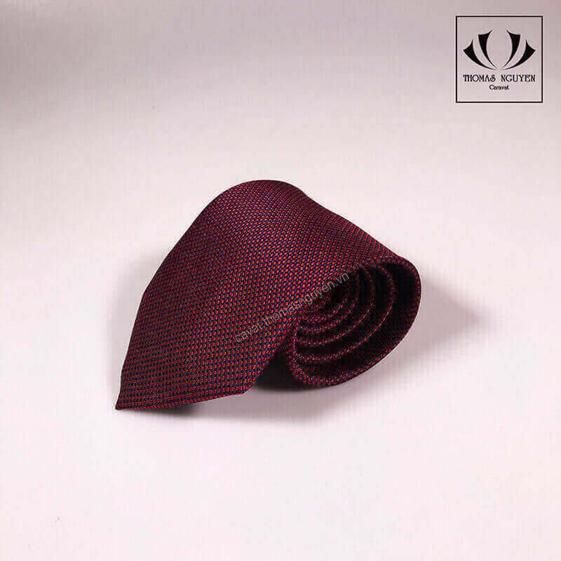 Cà vạt đỏ bản lớn