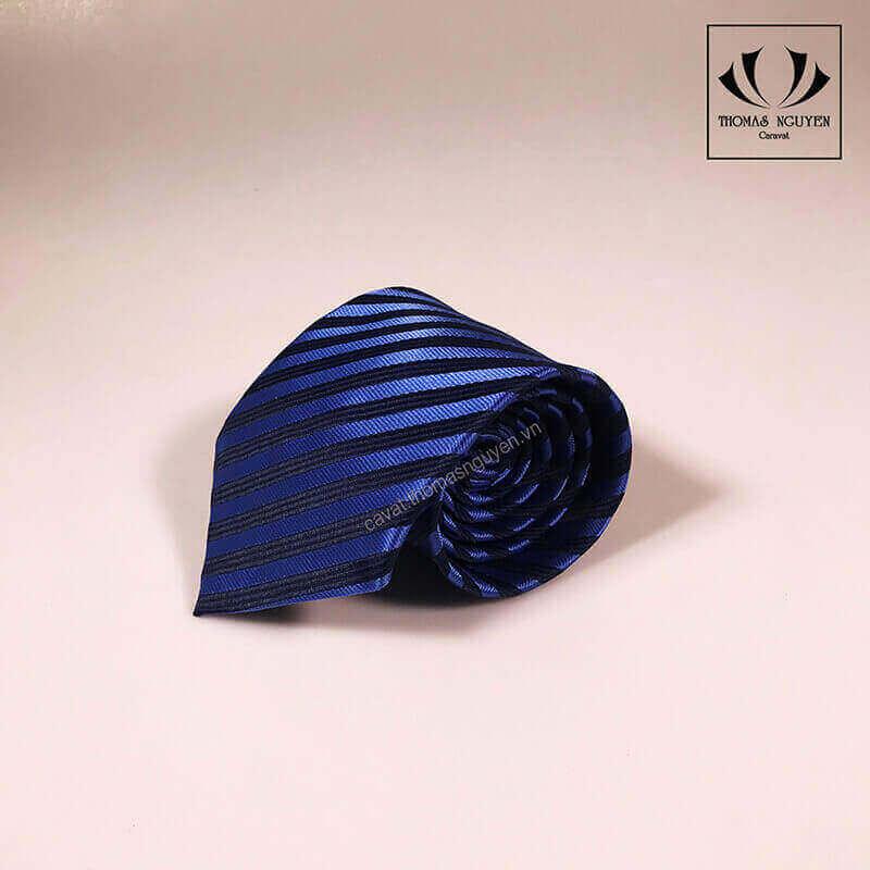Cà vạt xanh bản lớn