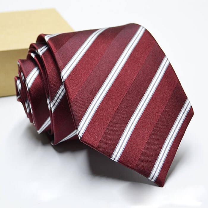 cà-vạt-sọc-đỏ-trắng