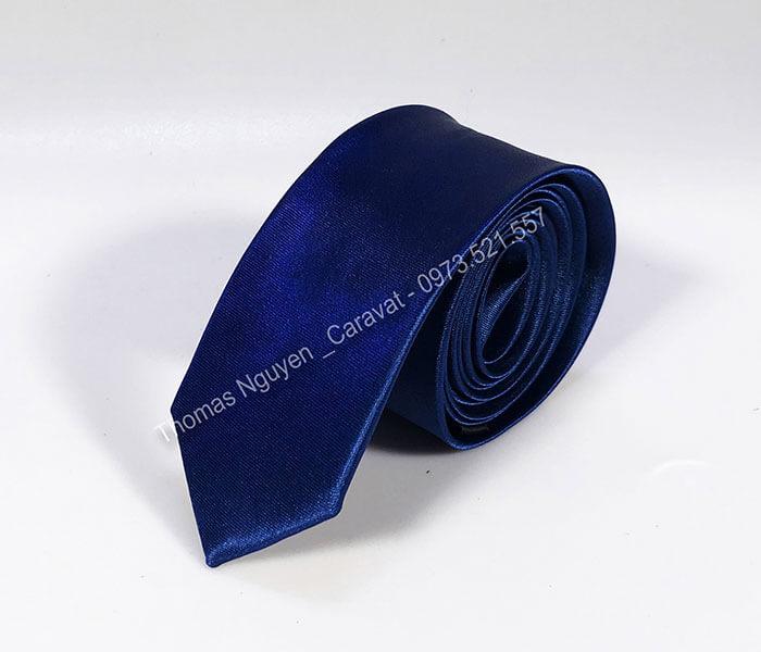 Cà-vạt-trơn-màu-xanh