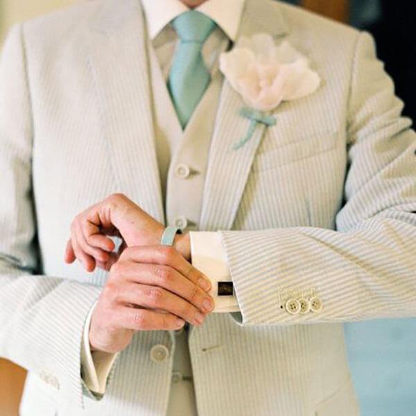 Khuy măng sét cao cấp phối cùng vest cưới lịch lãm