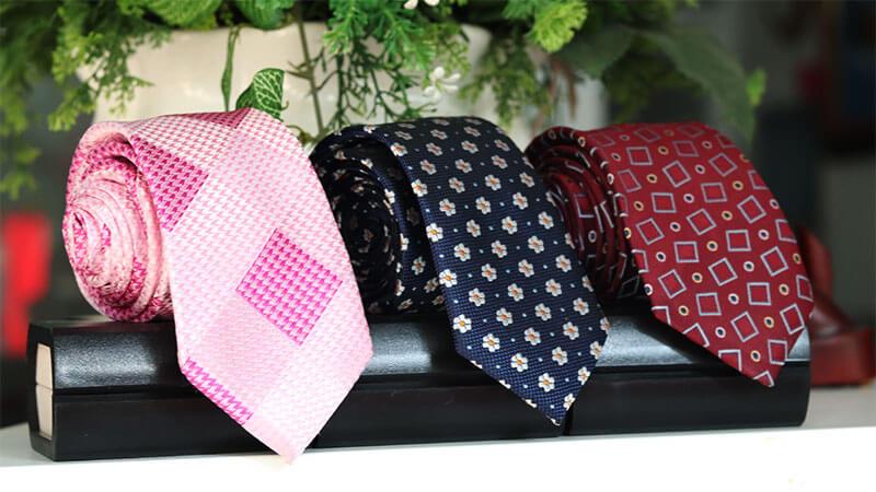 cà vạt nhỏ