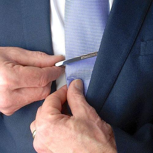 cách sử dụng kẹp cà vạt