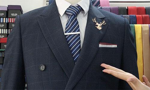cách gâp khăn cài áo vest kiểu cổ điển