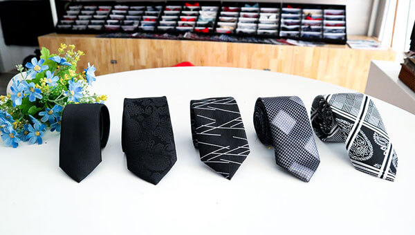 Cà vạt nam giá rẻ màu đen