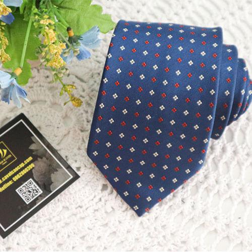 Cà vạt chấm bi xanh