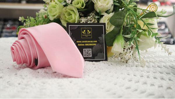 Caravat màu hồng