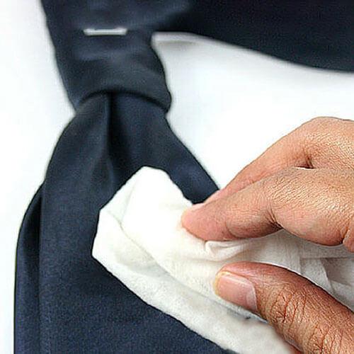 làm sạch cà vạt