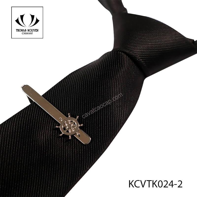 Combo 2 món gồm cà vạt và kẹp. Câu hỏi nên tặng quà gì cho thầy giáo chắc chắn không còn là vấn đề