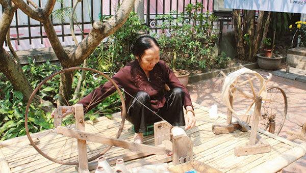 dệt lụa truyền thống