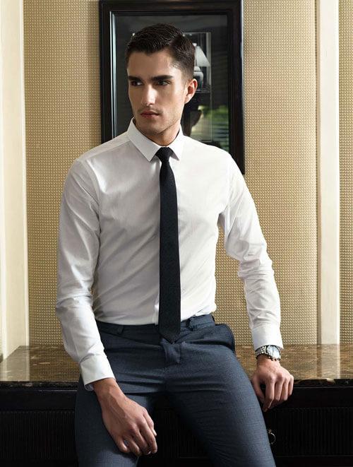 áo sơ mi trắng thắt cùng cavat trơn đen thomas nguyen