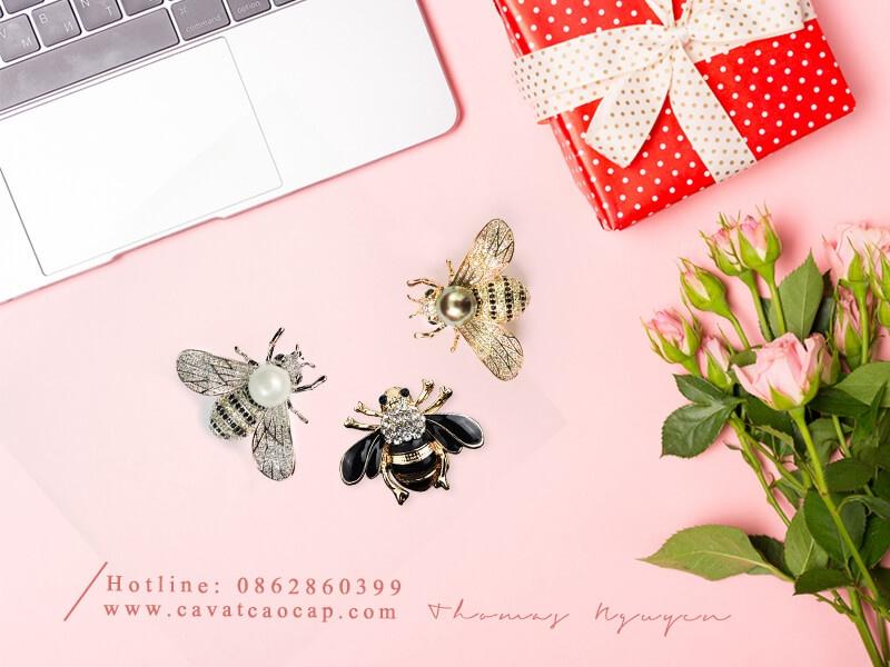 Ghim cài hình con ong
