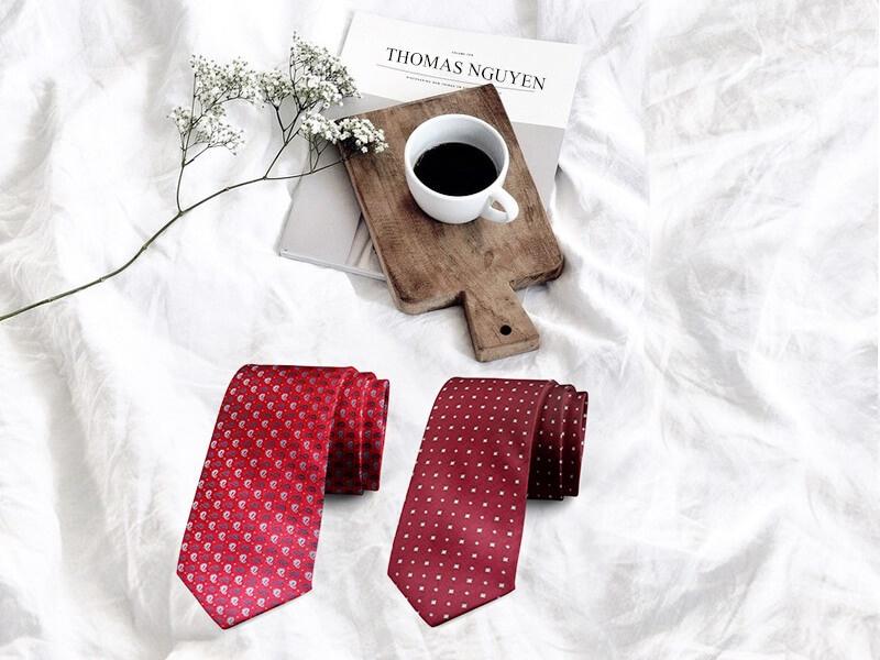 Cà vạt lụa tơ tằm màu đỏ sang trọng