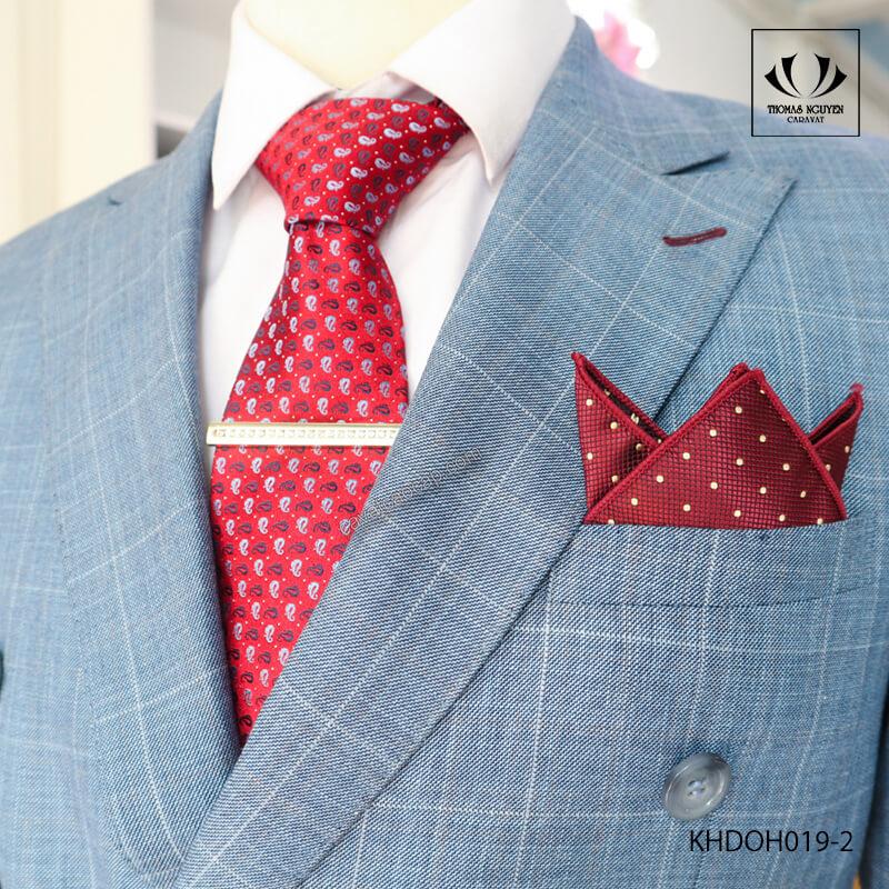 Khăn cài túi áo vest - xu hướng phụ kiện phong cách