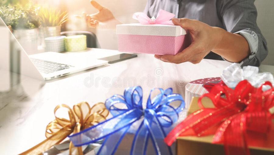 Chọn gì tặng quà tết cho sếp giúp tạo ấn tượng tốt