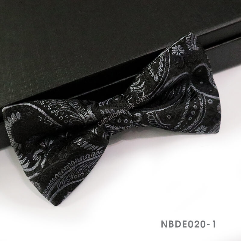 Bạn có nên đeo nơ đeo cổ không?