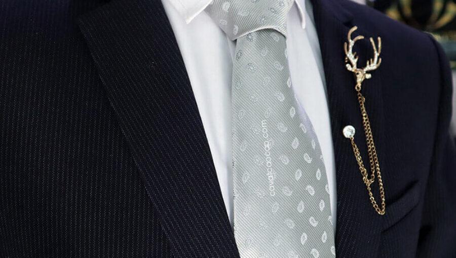 Gợi ý kết hợp cà vạt xám mang phong thái sang trọng